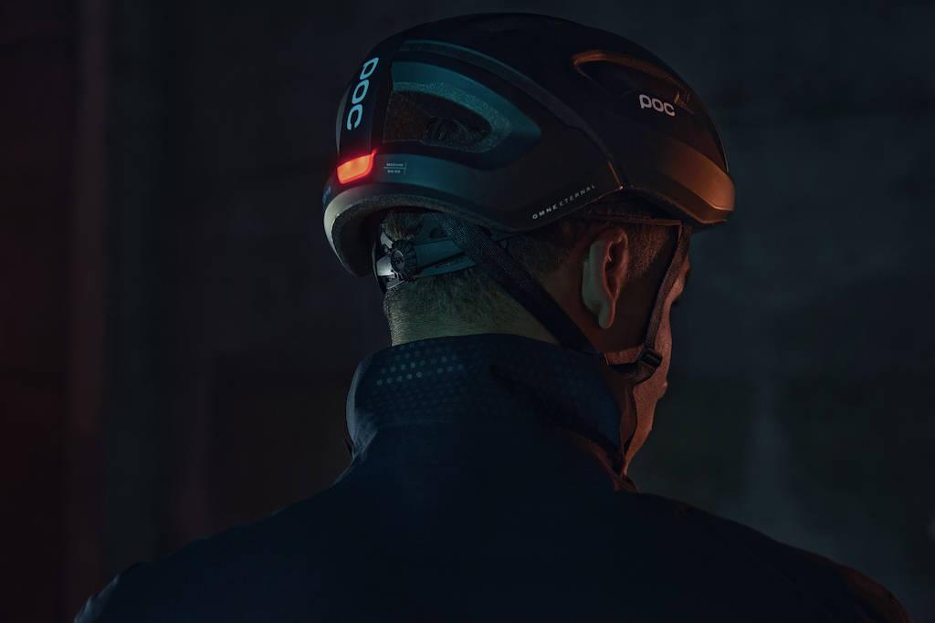 sykkelhjelm poc innebygd lys trafikk synlighet