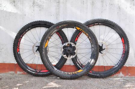 Hjul med forskjellig størrelse og dekkstørrelse. 29-tommer, 27,5-tommer og 27,5 pluss.