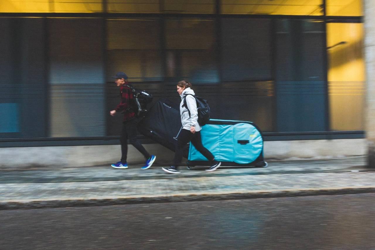 TRILLETOG: Med en god sykkelkoffert beskytter du sykkelen under flyreisen, samtidig som du lett får med deg sykkelen videre.