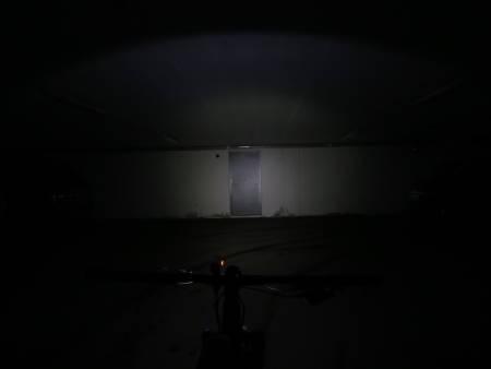 KRAFTIGST: Den lille Bontrager-lykta har testens største og kraftigste lyskjegle.