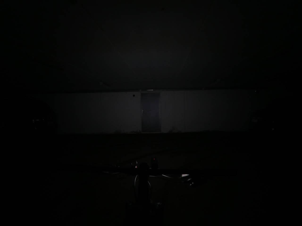 LITT SNAUT: 450 lumen er nok til pendling og i byen, men på helt mørke strekninger er det litt snaut med lys.