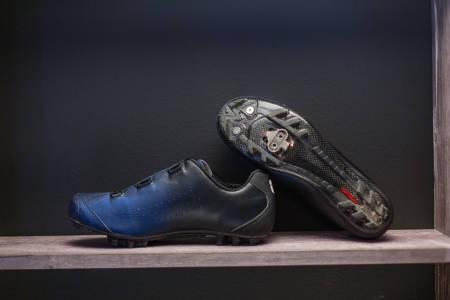 MIDNIGHT FADE: Glatt overflate og stilig fargespill gir Birk-skoene et eksklusivt utseende. Stiv såle, godt hælgrep og funksjonelle vaiersneller gir god funksjon.