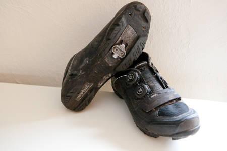 LITT EKSTRA: Både yttersålen og overdelen er litt tjukkere og mykere enn på racing-sko.