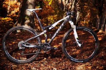 KJENT DESIGN: Scott Spark 29 RC beholder mange av de samme designelementene vi har sett fra tidligere rittsykler.