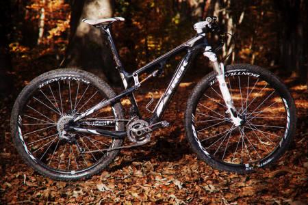 FLYR AV GÅRDE: Gary Fisher er redusert til en signatur på ramma, mens sykkelen som en gang bar hans navn har vokst til en skikkelig rittversting. Sykkelen er rask, har et effektivt oppheng og sjelden allsidighet
