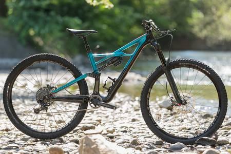 MERKEVAREN: Specialized kalte sykkelen «Enduro», lenge før enduro ble et begrep i sporten. Foto: Kristoffer Kippernes