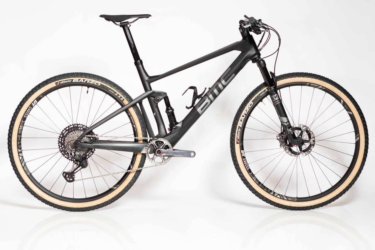 LANG OG SLAKK: BMC Fourstroke er den rittsykkelen på markedet med mest progressiv geometri. Slakest styrevinkel, brattest setevinkel og kortest kjedestag. Alle foto: Kristoffer H. Kippernes