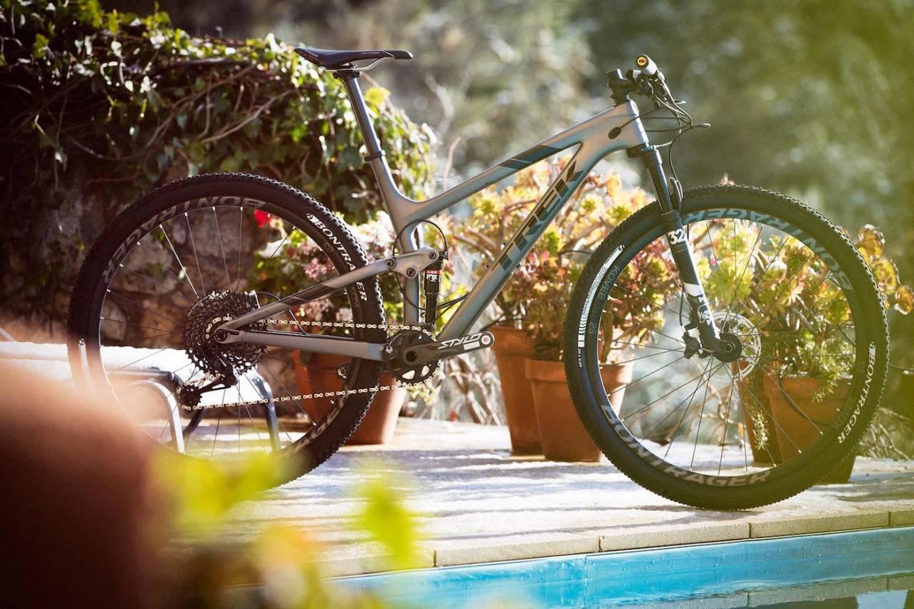 TIPP-TOP: Trek Top Fuel 9.8 SL er godt utstyrt og har allsidige egenskaper. Foto: Kristoffer Kippernes