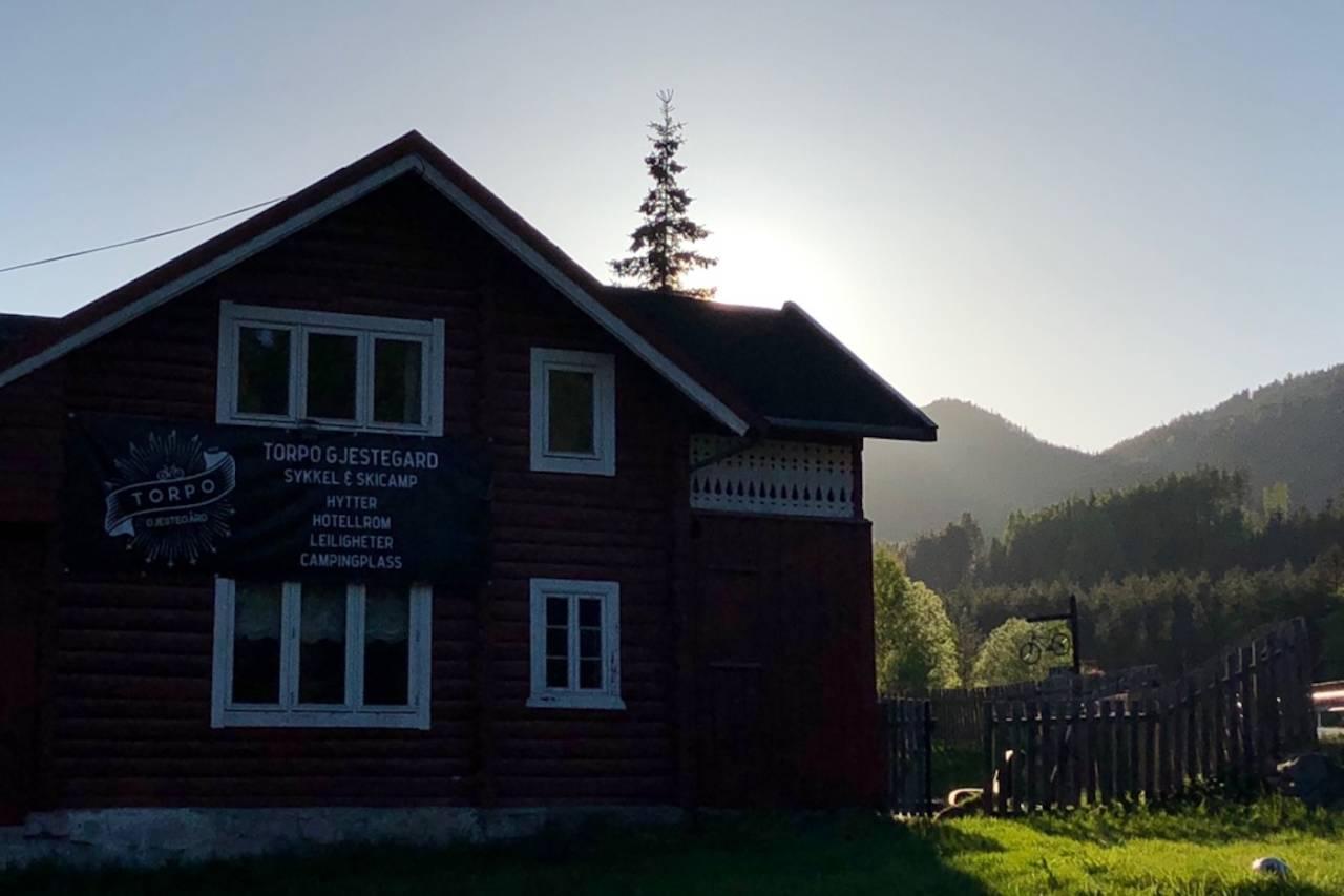 Torpo Gjestegård er pusset opp siden oktober, og klar for å ta imot syklister og friluftsfolk. Foto: Christina Winther