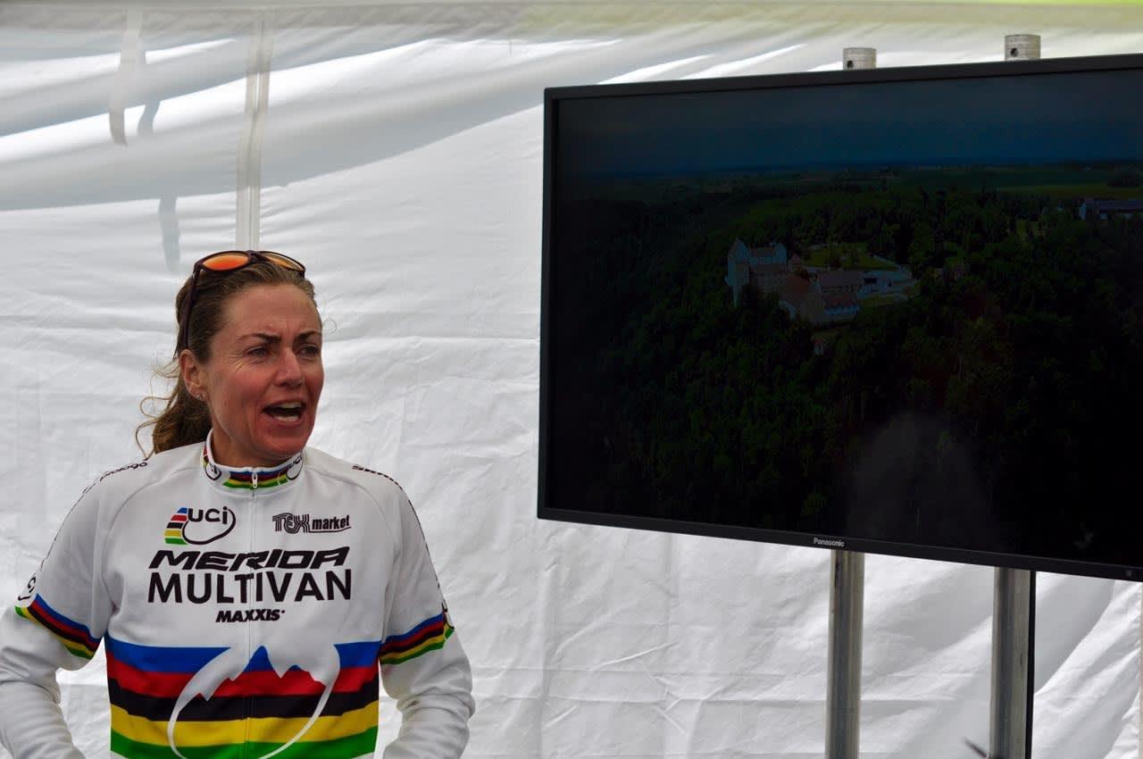 IVRIG. Det er ikke lett å få Gunn-Rita til å stå stille for et bilde. Hun er gira på å komme i gang med årets verdenscup. Foto: Øyvind Aas