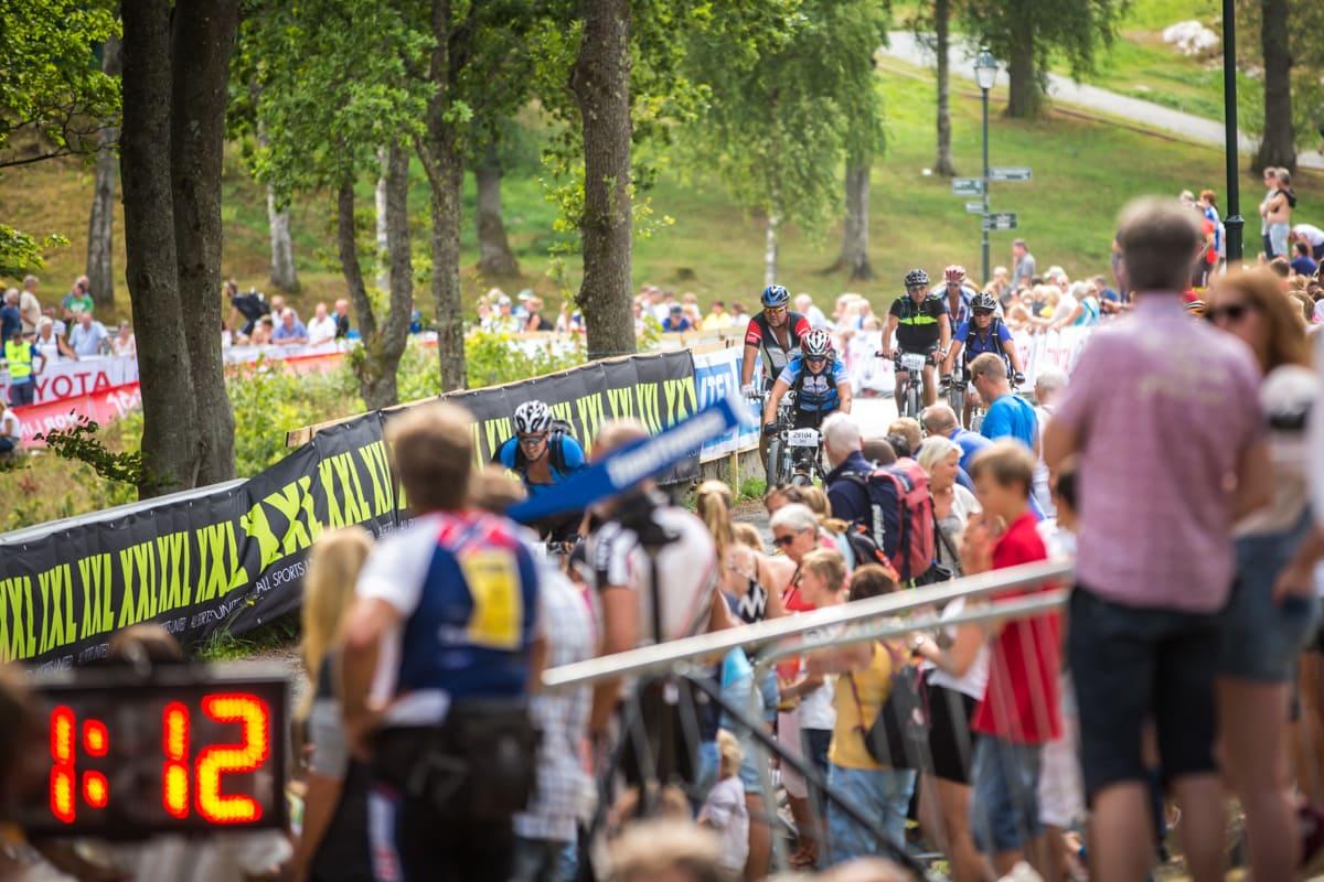 MASSEMØNSTRING: Grenserittet er blant landets største terrengsykkelritt, med over 6000 deltakere. Foto: Snorre Veggan