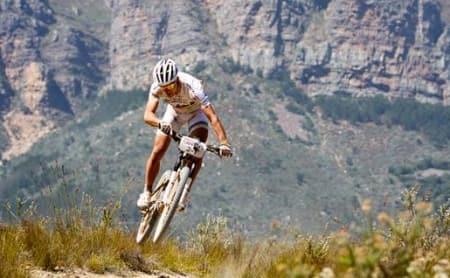 LANDEVEIEN? Det italienske nettstedet Solobike.it hevder at Nino Schurter vurderer å prøve seg som landeveissyklist neste år.