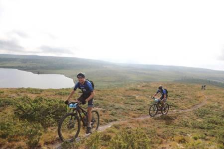 Lars Granberg og Odd Erlend Hansen Berg fikk en luke etter tre timer, og derifra økte de forspranget hele veien til mål. Foto: Ola Morken