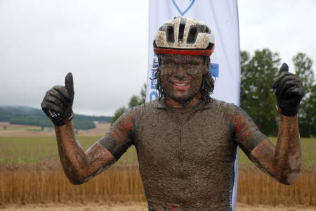 Emil Hasund Eid vant gjørmebadet i Stomperudrittet, som var finalen i Norgescup maraton. Foto: Jon Wiik