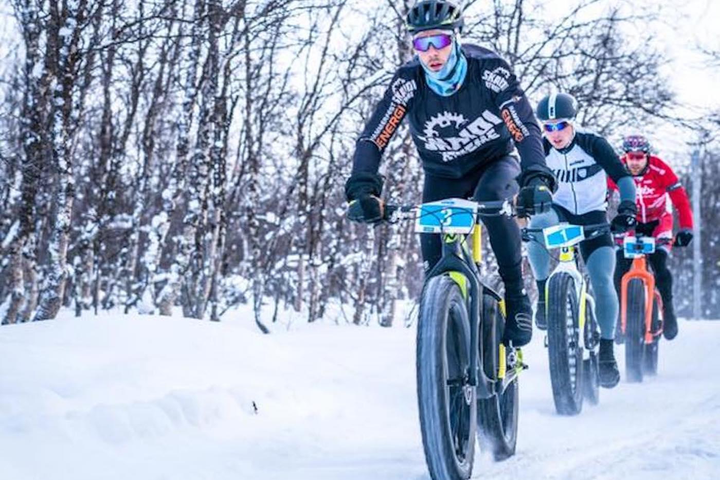 Daniel Boberg Leirbakken tok seieren i Skaidi Fatbike for fjerde gang, men det var første gang han måtte kjempe for den helt til målstreken. Foto: Rino Engdal