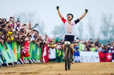 Endelig OL-gull til sveitsiske Nino Schurter, etter bronse i Beijing 2008 og sølv i London 2012. Foto: UCI