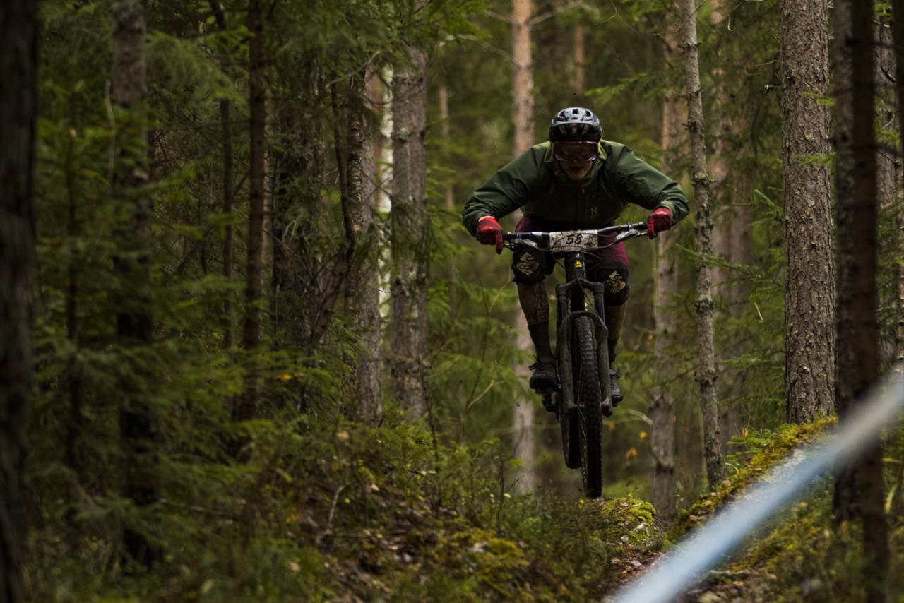 Knut Erik Haugen på vei mot mål på Ringerike Enduro, ansett som en av de tøffere på terminlista. Foto: Per-Eivind Syvertsen