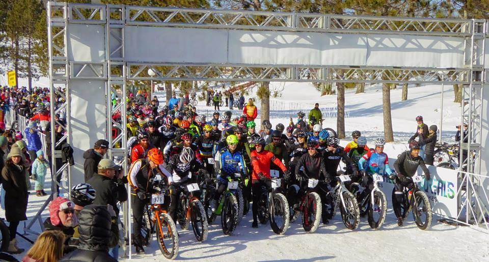 STORT: 800 deltagere hadde funnet frem tjukksyklene til Fatbike Birkie i helgen.
