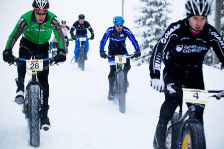 Tjukkritt: Smale stier og terrengsykler byttes ut med skispor og tjukksykler på Lygna skistadion på lørdag. (foto: Kristoffer H. Kippernes)