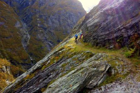 Stryn har mye å by stisyklistene, og i år åpnes en helt ny avslutning på Himalayastien under Folven Sykkefest 9-11 september. To uker senere lanseres en helt ny jentecampen på samme sted. Foto: Tommy Aslaksen