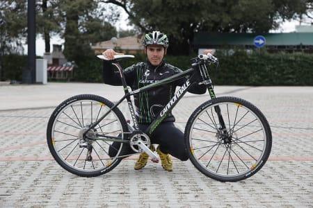 EN MANN OG HANS SYKKEL: 7,7 kilo komplett med pedaler og flaskeholder er matchvekt for Marco Fontanas Cannondale Flash. Alle foto: Colin Eick