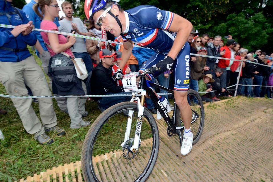 OVERLEGEN: Franske Julien Absalon parkerte sin argeste konkurrent Nino Schurter med over to minutter, og sikret seg sitt andre EM-gull. Alle foto: Mountainbike & Trial European Championships 2013