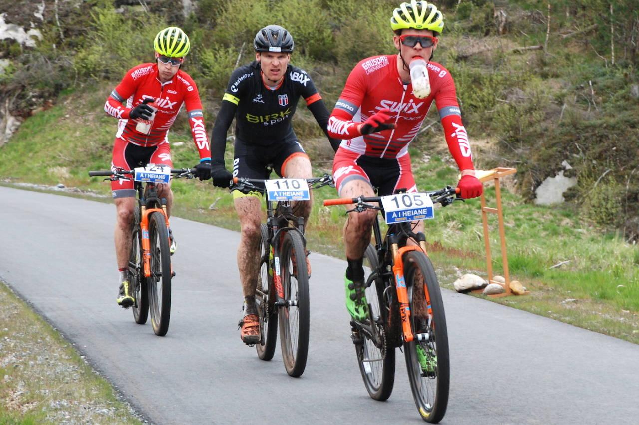 Fredrik Haraldseth (foran), Lars Granberg (midten) og Ole Hem er alle sterke kandidater til NM-gullet i helga. Her fra Å i Heiane 2017, der Ole Hem vant. Foto: Annar Gaustad