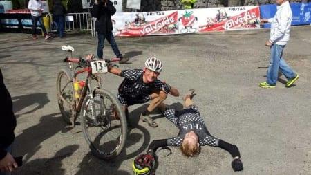 Ferdig mann: Stand-in Lars Granberg flatet helt ut etter siste etappe. (foto: Brede Edvardsen)