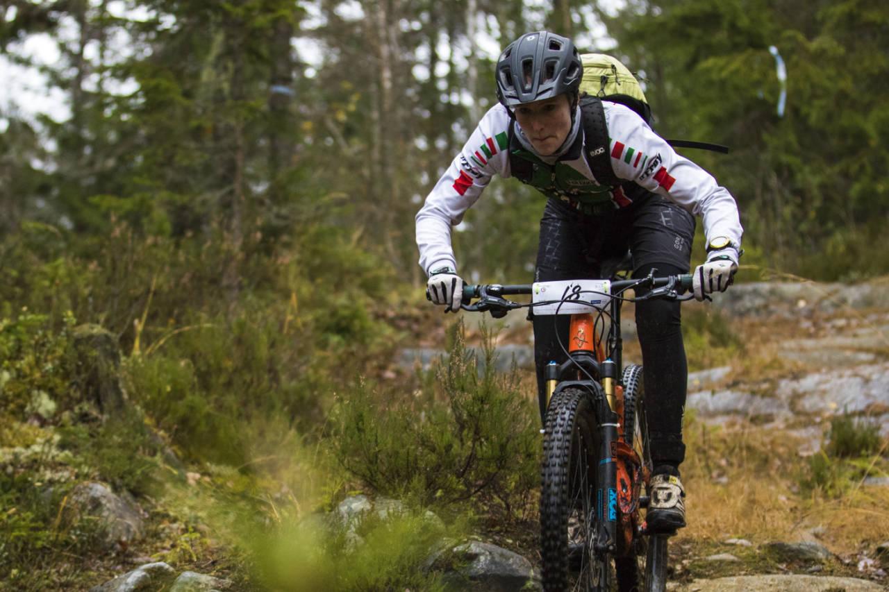 Martine Stenbro fra Team Terrengsykkel 2015 tok andreplassen i sesongens siste enduroritt. Foto: Per-Eivind Syvertsen
