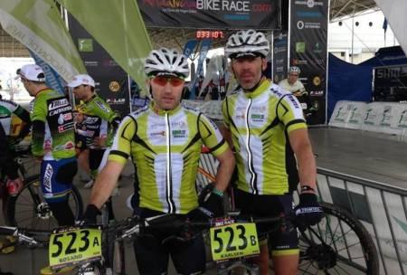 Team Trimtex med Frode Røsand (til venstre) og Kjell Karlsen har funnet suksessformelen kjørt seg inn på pallen i klassen Master 40 etter tre av seks etapper i Andalucia Bike Race. Foto: Privat