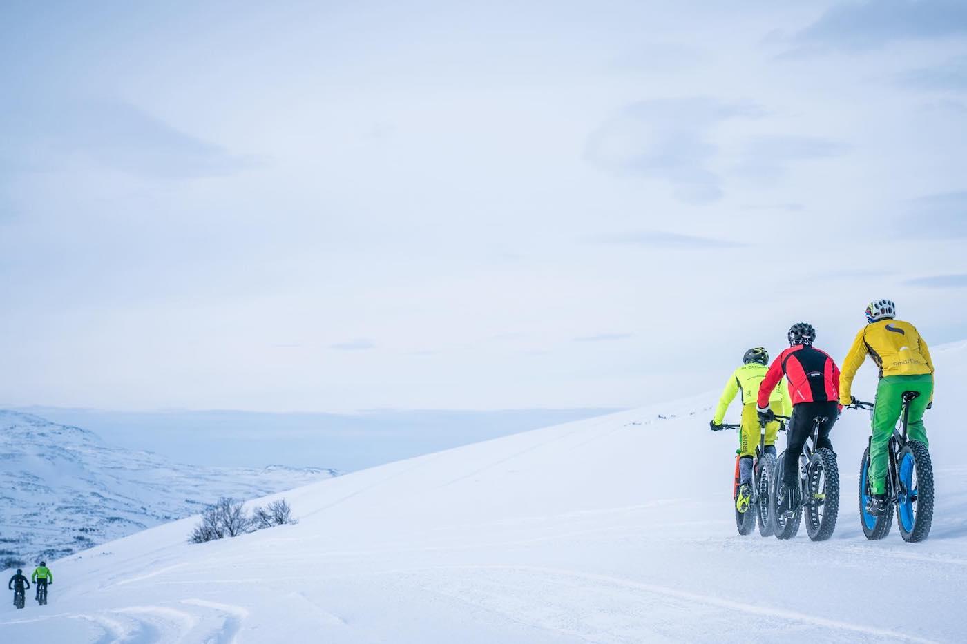 Med ti minus og nærmest vindstille på vidda lå forholdene til rette for jubileumsutgaven av Skaidi fatbike. Foto: Rino Engdal