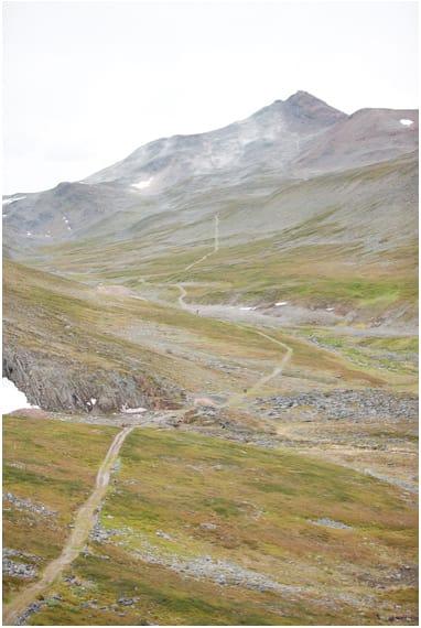 TØFF START: Prologen opp til Halddetoppen legger grunnlaget for resten av Offroad Finnmark. Foto: Offroad Finnmark