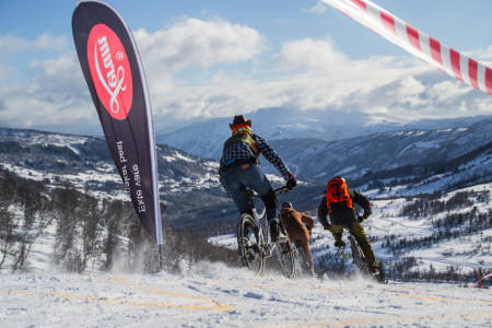 Sykkelutfor-rittet er blitt en klassiker på Fjellsportfestivalen i Sogndal, til glede for både deltakere og tilskuere. Torsdag er det klart for ny runde. Foto: Fjellsportfestivalen
