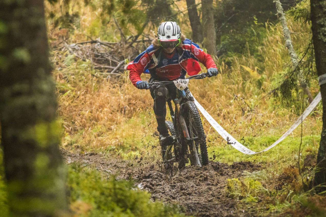 Ole-Herman Bergby freste gjennom gjørma til tredjeplass i herreklassen. Foto: Per-Eivind Syvertsen