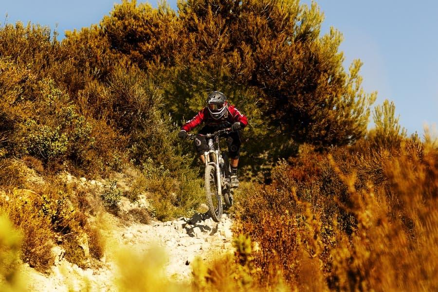 Lynrask franskmann:Karim Amour er en av Europas beste endurosyklister, og sykler for Kona. Han stilte opp med sin egen prototypevariant.