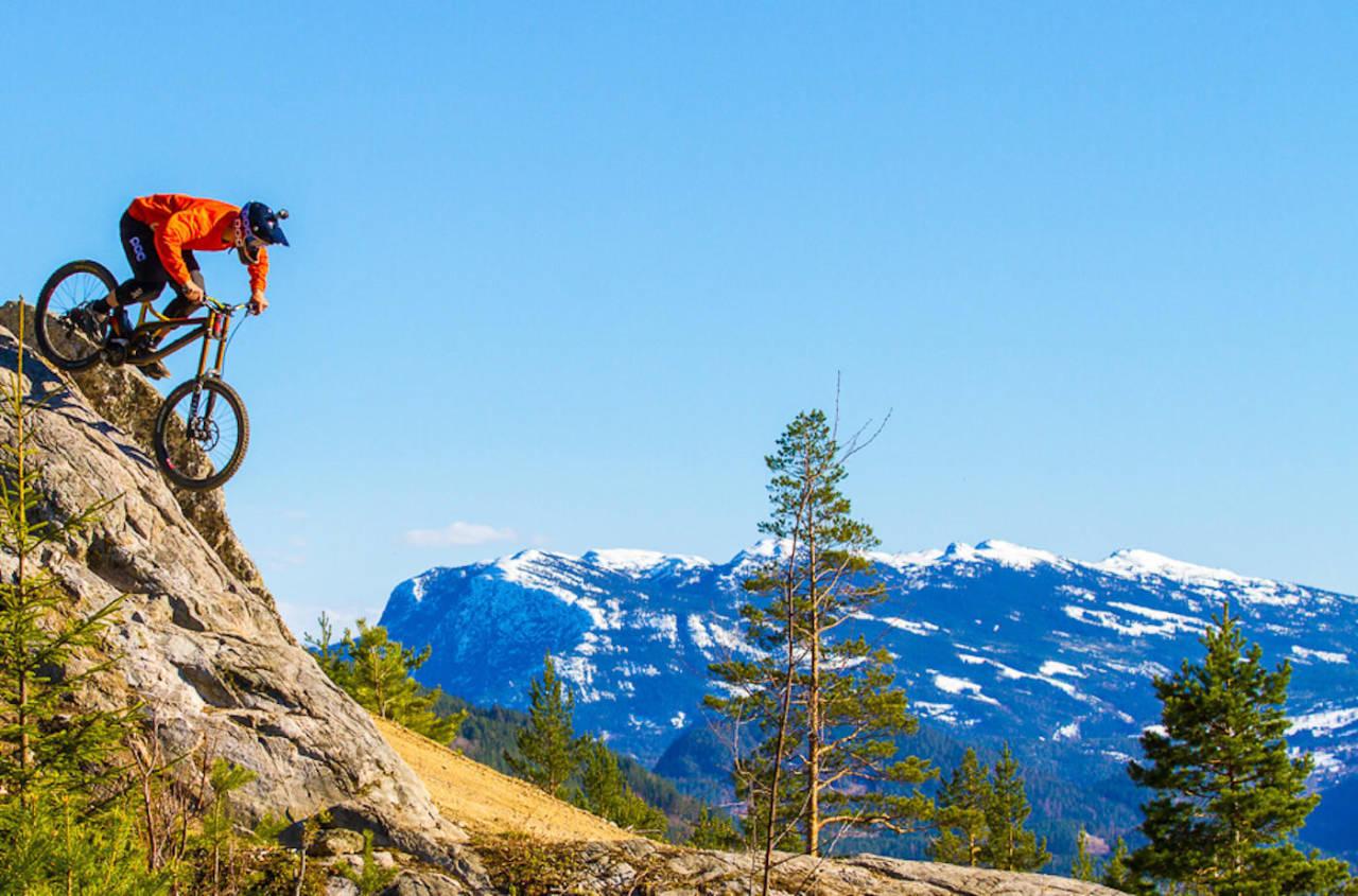 Nesbyen er allerede godt kjent i stisyklingsmiljøet. Nå har kommunen omdisponert midler til sykkelprosjekter som skal bidra til å utvikle Nesbyen som en sykkeldestinasjon. Foto: Simen Berg