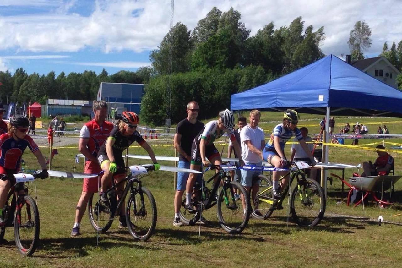 Ingrid Sofie Bøe Jacobsen (nummer to fra venstre) forsvarte NM-gullet i sprint for fjerde år på rad. Foto: Lena Øverbye
