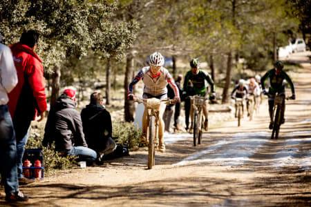 UTKONKURRERTE VERDENSELITEN: Borghild Løvset viste bjønnsterke tendenser på én etappe, og distanserte Bigham og Landtwing med 5-6 minutter i mål helt alene.