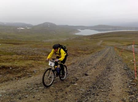 PROLOG: Rittet starter med klatringa til Haldde på 904 meter. Foto: offroadfinnmark.no