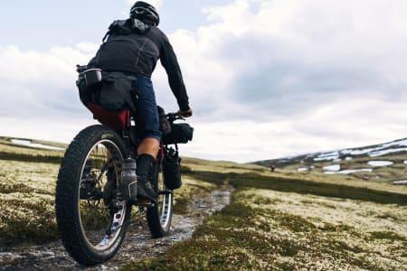 Bikepacking er noe av det heteste som skjer om dagen. Lær hvordan du kommer i gang. Foto: Mikkel Soya Bølstad
