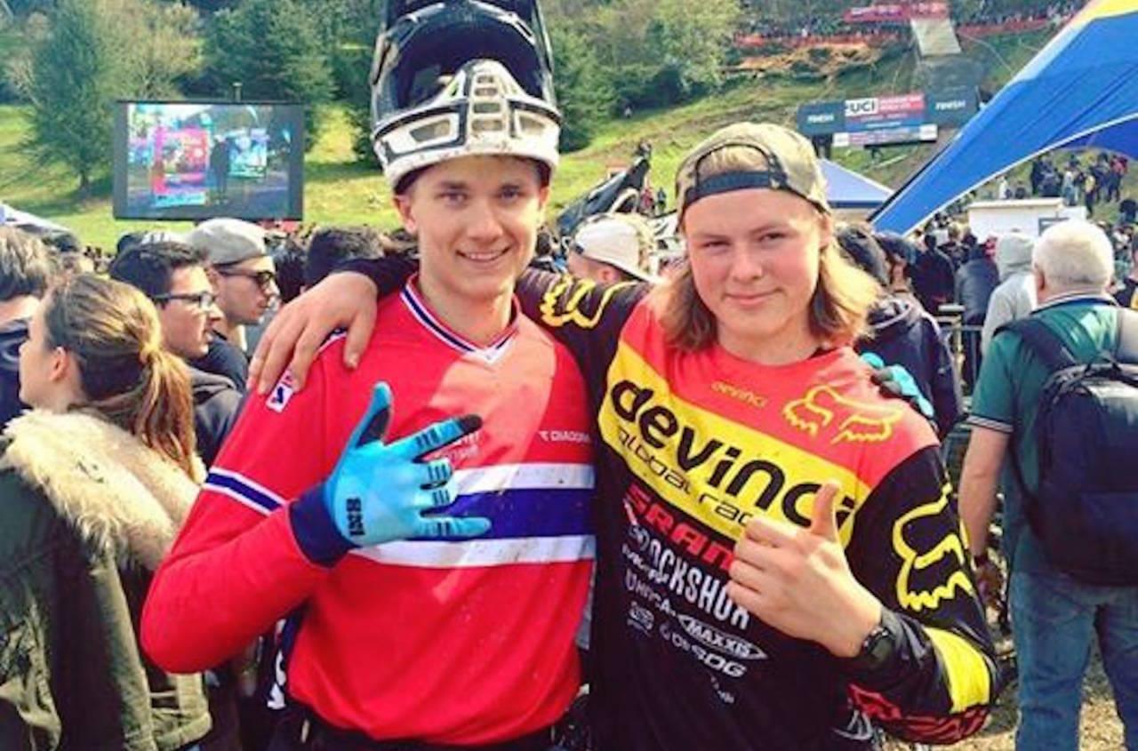Simen Smestad (til venstre) ble nummer 11 og beste norske i verdenscupfinalen i utfor i Lourdes, mens Brage Vestavik ble nummer 17. Foto: NCF