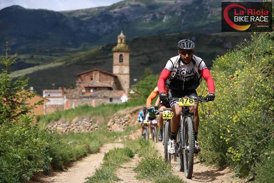 RÅ LANGHELG: En langhelg med La Rioja Bike Race byr på mye fin sykling og knallhard rittkjøring i skjønn forening.