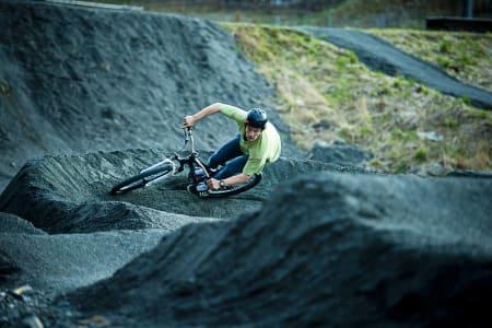 FET FEELING: Kristoffer Haugland får føle på de gode, gamle G-kreftene i det han snur for å pumpe seg ned en ny langside på Slettebanen i Bergen.