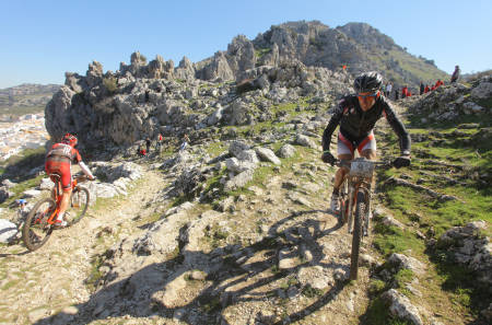 RØFFT: Andalucia Bike Race byr på både høydemeter og terreng i rikelig monn. Foto: Privat/Sportograf