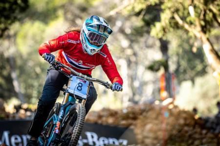Mille Johnset forserte både hopp og dropp hun ellers ville syklet rundt i sitt første verdenscupritt. Foto: Sven Martin