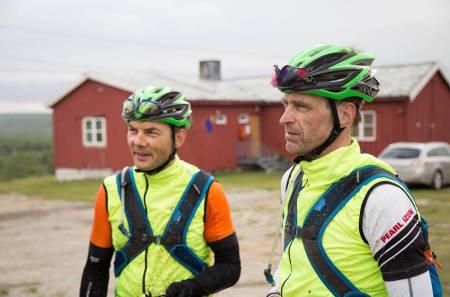 Sten-Are Harjo (til venstre) og Geir Lien tok igjen mixlagene i løpet av natta, og leder overlegent i OF700. Foto: Claus Jørstad