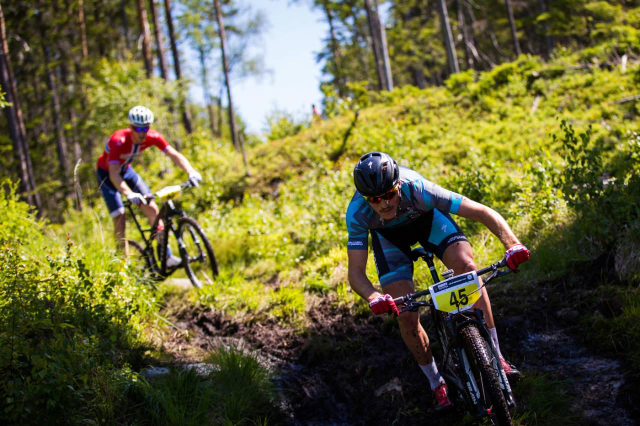 DUOEN: Sebastian Fini og Ola Kjøren syklet sammen nesten hele rittet. Men på den siste runden stakk Fini fra og sikret seg premiesummen på 35.000 kr. (foto: Snorre Veggan)
