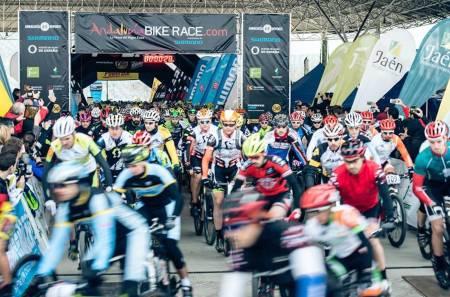 I GANG: Søndag gikk første etappe i Andalucia Bike Race 2015. Foto: Arrangøren