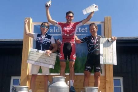 Vidar Mehl vant spurtoppgjøret om løyperekorden i Valdresrittet, ett sekund foran Eirik Bruland og Greg Saw. Foto: Margrete Gjerald Mehl