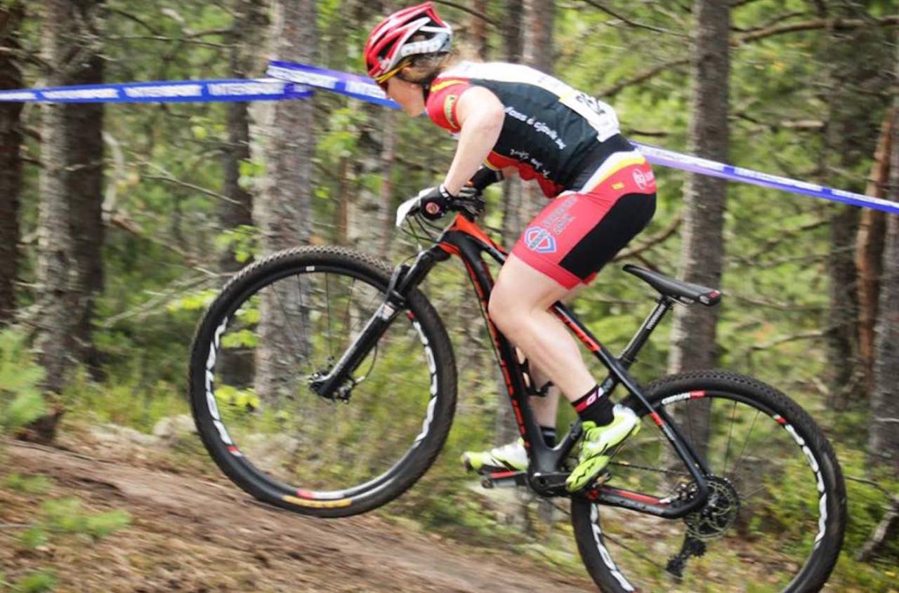 Elisabeth Sveum tok sølv både i rundbane og på sprint under NM på Grønmo 18.-19. juli. Foto: Privat